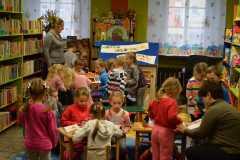 Dzieci w bibliotece 21-11-2014