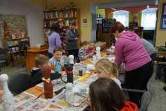 Dzieci w bibliotece-ferie