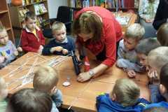Dzieci w bibliotece-Recycling