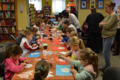 Dzieci w bibliotece z seniorami z DPS-05.12.2016